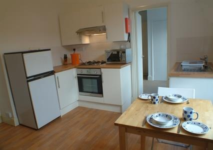 Picture of the kitchen in this Plymouth student flat